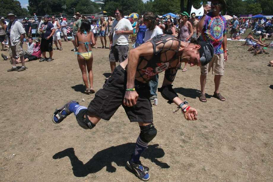Everyone attending the annual Gathering of the Vibes festival in Bridgeport enjoyed a third day of great weather as they danced to the music of many different artists. Photo: Jeff Bustraan, Staff Photographer / Connecticut Post