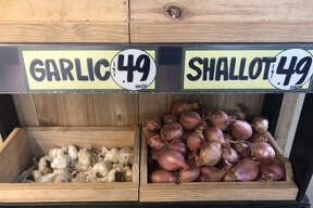 We noticed that the grocery chain had already implemented some of these changes in its stores. Check out these loose heads of garlic sans their usual packaging.