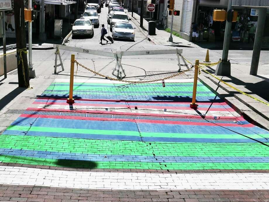 El mural está ubicado en la esquina de la avenida Convent y la calle Zaragoza, a unos metros del Puente Internacional Portal a las Américas. Este proyecto fue realizado por la Ciudad de Laredo, City Makery, Cultivarte, y compañías locales y restaurantes del área. Photo: Cuate Santos /Laredo Morning Times / Laredo Morning Times