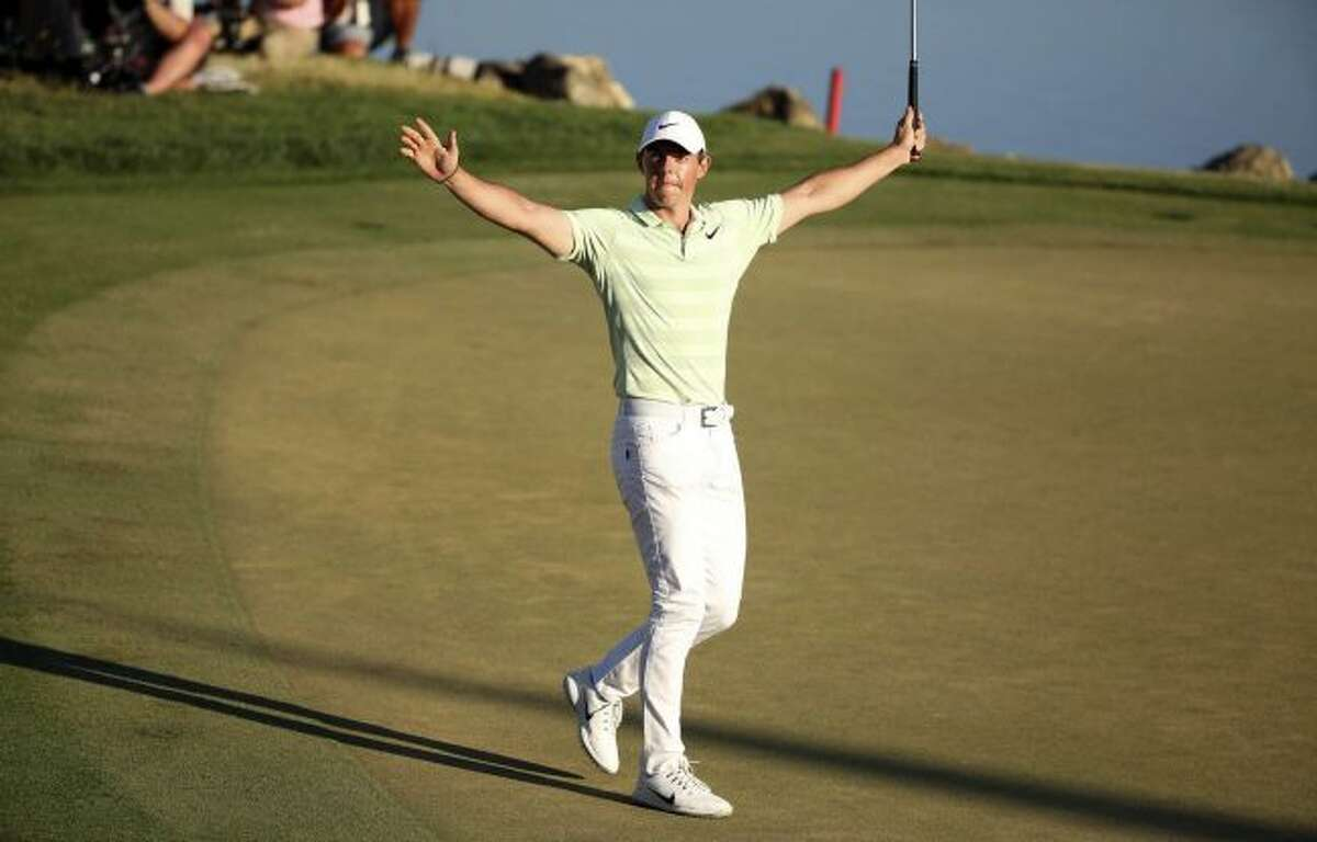 Rory McIlroy celebrates after sinking a birdie putt on the 18th green to win the Arnold Palmer Invitational at Bay Hill Club & Lodge in Orlando on Sunday, March 18, 2018. (Stephen M. Dowell /Orlando Sentinel via AP)