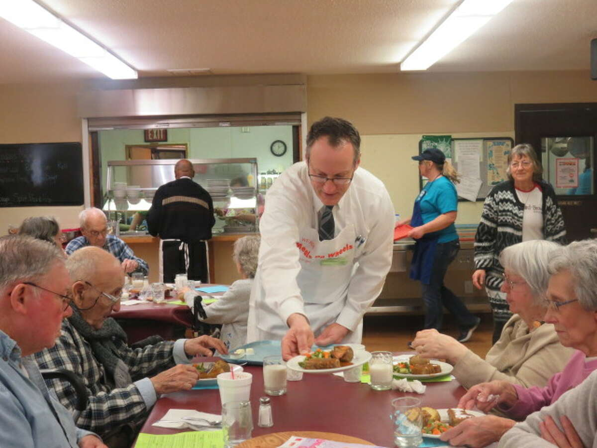 District Judge Peter Jaklevic serves meals at the Mecosta County Senior Center. (Courtesy photo)