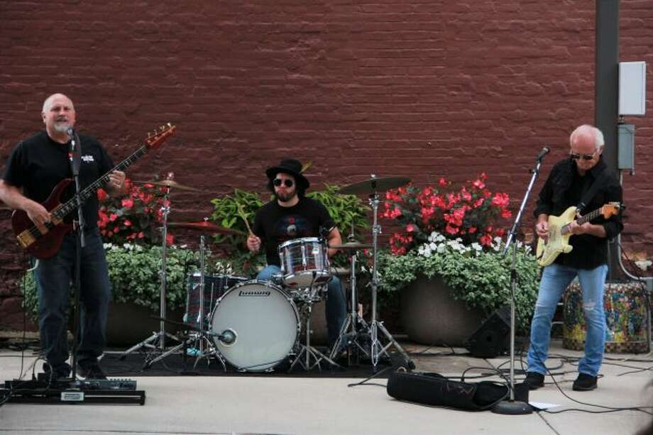 Darrell Z Marvel Band had the crowd dancing in their seats to old rock at Pocket Park on Friday. Next week, from noon to 2 p.m., on Friday, Aug. 30, the crowd will be welcoming Allison Leveque and Friends as they perform acoustic folk and rock music. (Pioneer photo/Alicia Jaimes)