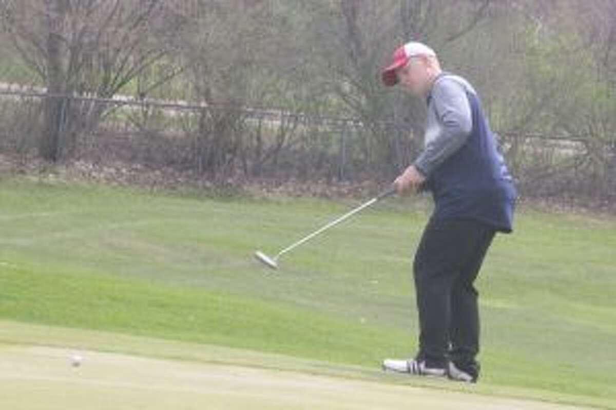 Dawson Currie checks out his putt.