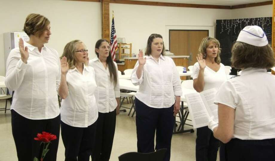 Member offices of the newly formed Mecosta County Chapter of Blue Star Mothers Kathy Barnes, president of the Michigan Blue Star Mothers, Laurie Kohn, Colleen Ryman, Sandra Howe, June Carey and Sandy Hatchew, take their oaths of office in front of Kathy Barnes, state president of the Blue Star Mothers, during Thursday's ceremony. The group provides support for mothers whose children are serving in the military. (Pioneer photo/Brandon Fountain)