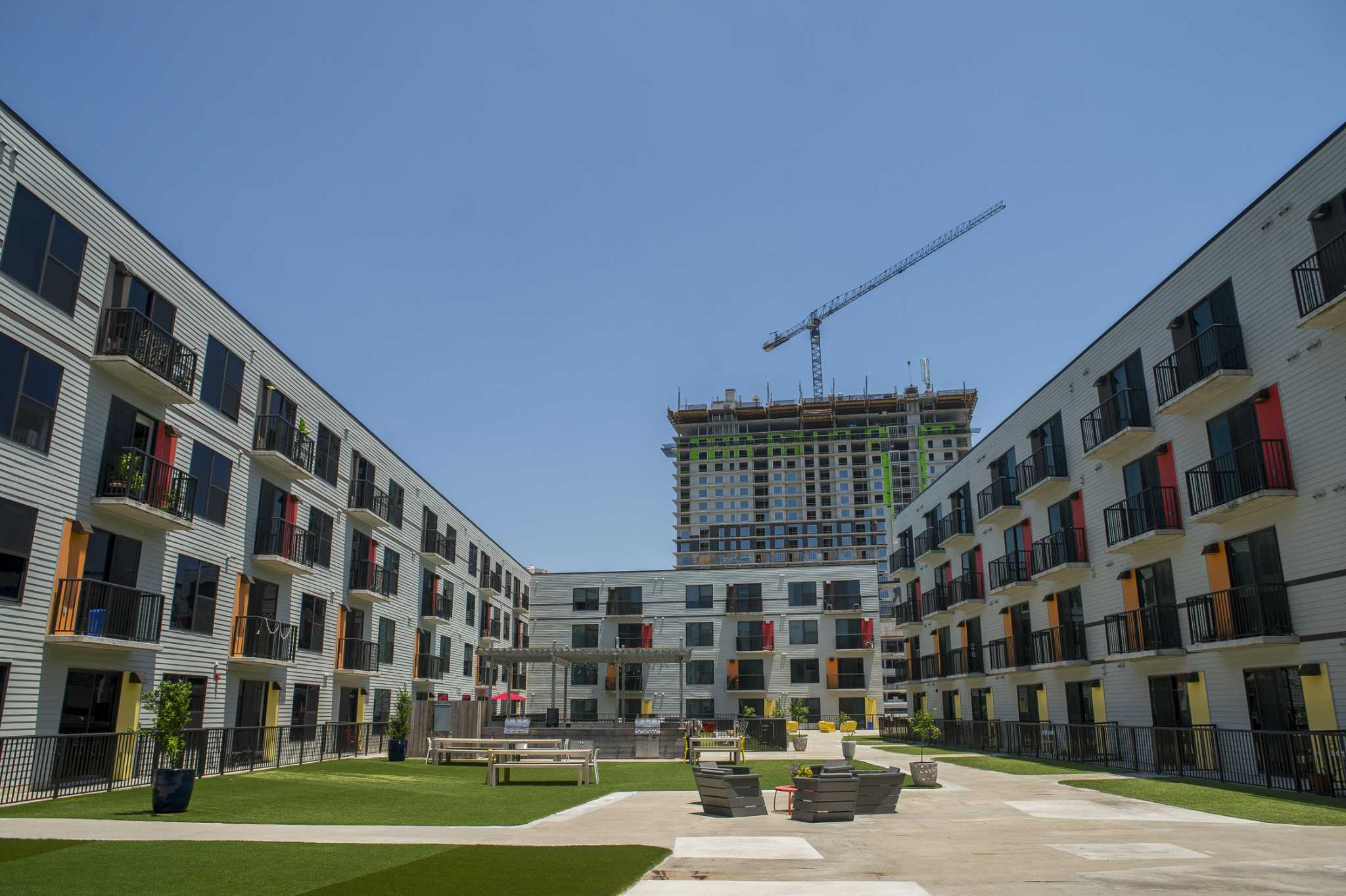 Apartment rents post modest gains in Houston, zoom in Austin