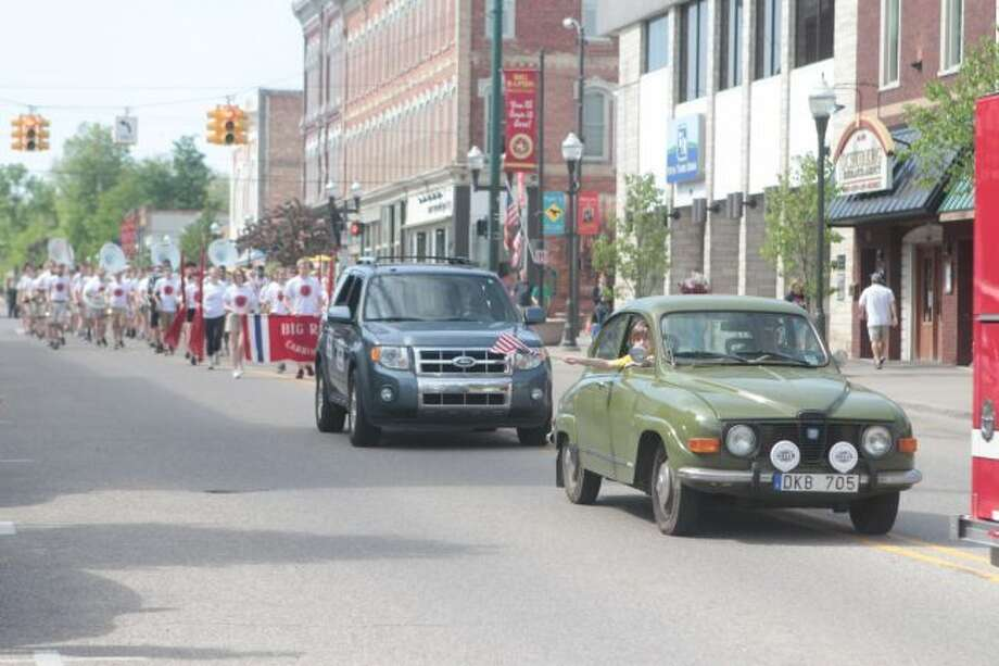 Big Rapids residents of all ages gathered on Monday morning to watch the Memorial Day parade while honoring the men and women of the armed forces who lost their lives serving their country. (Pioneer photos/Taylor Fussman)