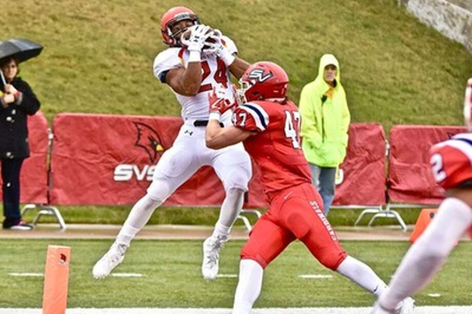 Jahaan Brown makes the catch against Saginaw Valley