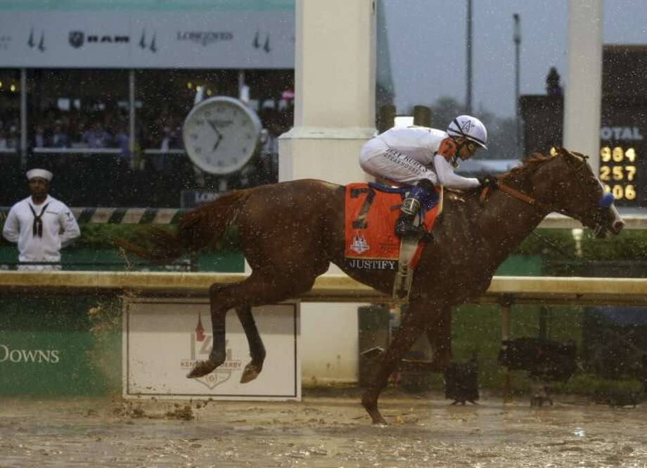 Justify cruises to Derby win.