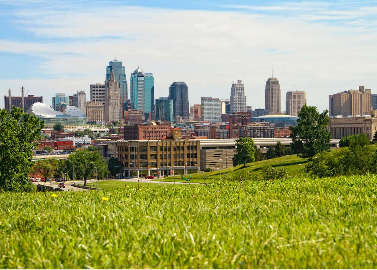 Cities with the most green space per capita Green space is beneficial anywhere, but especially in concrete jungles like those found in many U.S. cities. Stacker takes a look at the top 50 cities in the U.S. with the most green space per capita as of December 2015.