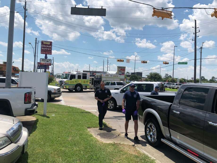 Deputies investigate a crash that left a motorcyclist dead along Stuebner Airline on Friday, July 26, 2019. Photo: Harris County Precinct 4 Constable's Office
