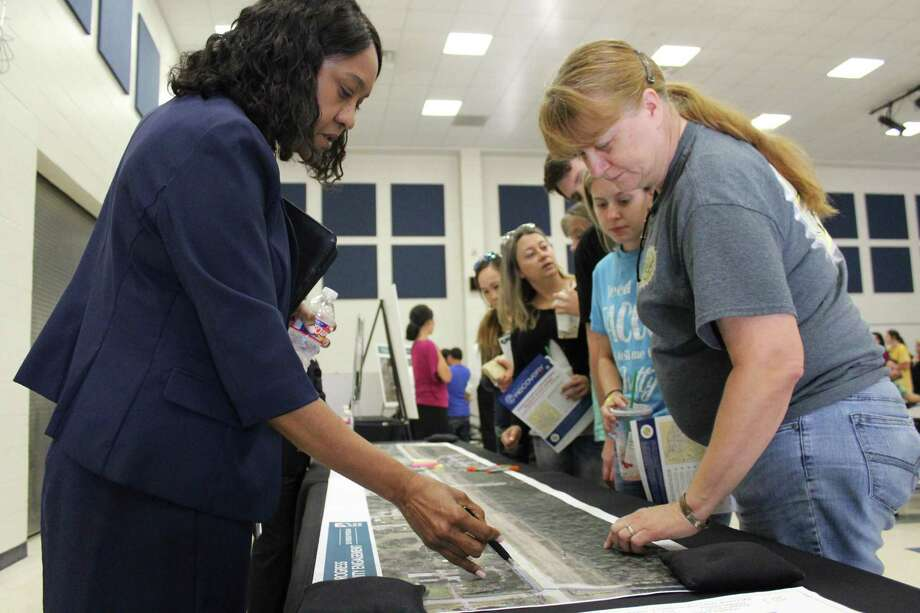 Harris County Flood Control District officials speak with Fall Creek residents about their Smith Road drainage project at Fall Creek Elementary on July 25, 2019. Photo: Kaila Contreras