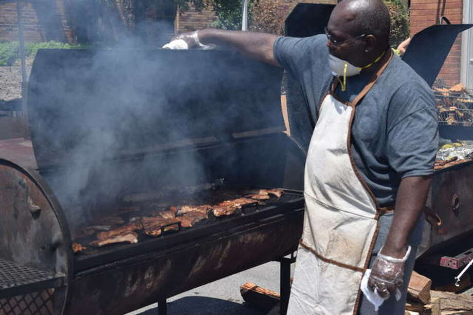 Thousands came out at the start of the Smokin on Main BBQ competition in Collinsville on Saturday. Photo: Tyler Pletsch | The Intelligencer