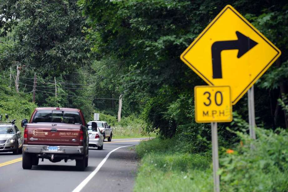 New warning signs should be placed on a dangerous curve on Segar Mountain Road (Route 341) in Kent by the end of August, state Department of Transportation officials said. Photo: Carol Kaliff / The News-Times