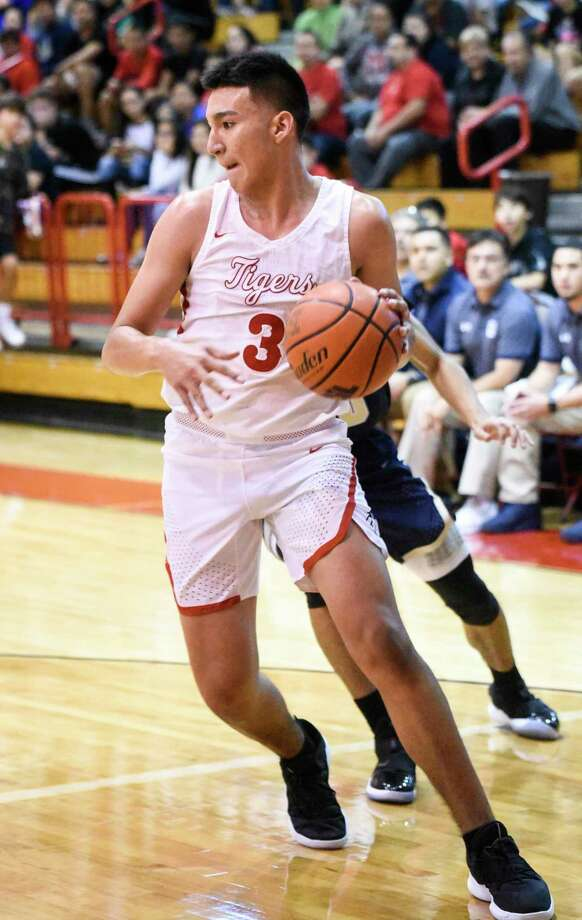 As a freshman, Kevin Garcia averaged 17.7 points and 9.5 rebounds per game as he was named Newcomer of the Year in District 29-5A. Photo: Danny Zaragoza / Laredo Morning Times File