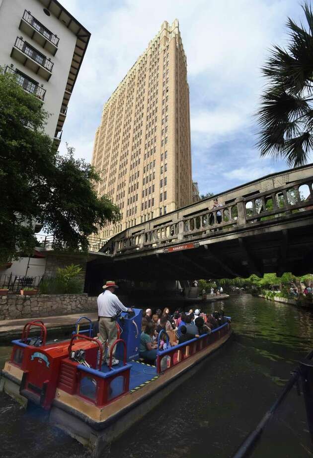Nix Medical Center looms over a barge on the San Antonio River at the Navarro Street bridge in this 2015 photo. Photo: Billy Calzada /Staff File Photo / San Antonio Express-News
