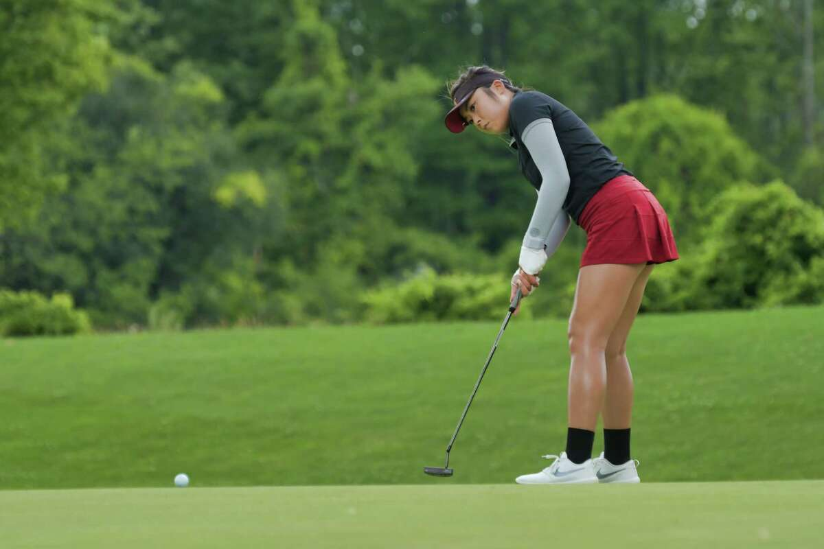 Robynn Ree putts on the 12th hole during the final round of the Symetra Tour event at Capital Hills Golf Course on Sunday, July 28, 2019, in Albany, N.Y. (Paul Buckowski/Times Union)