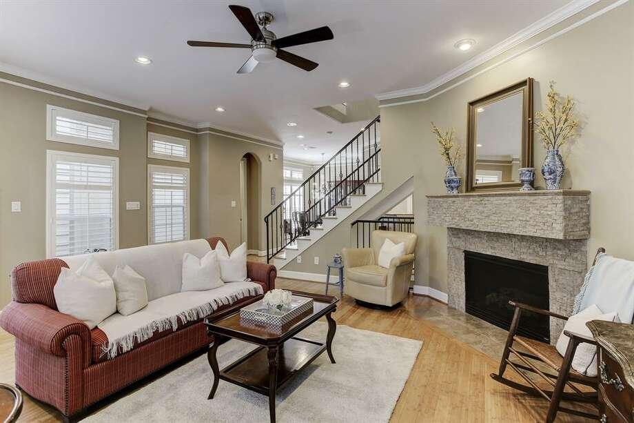 1.422 Fowler Street, HoustonSold Price Range: $370,000 - $420,0002,387 square feet Photo: Houston Association Of Realtors