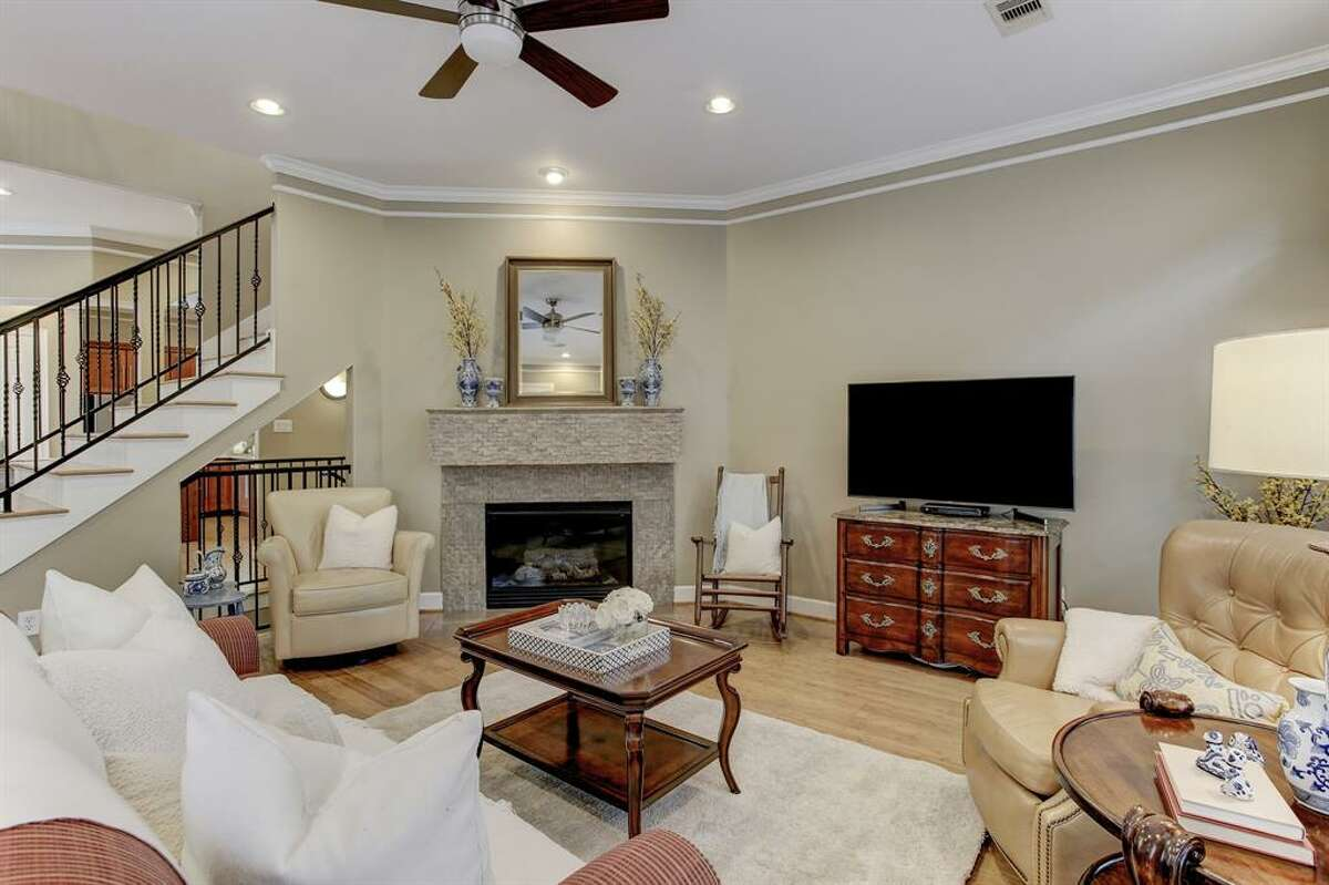 1.422 Fowler Street, HoustonSold Price Range: $370,000 - $420,0002,387 square feet