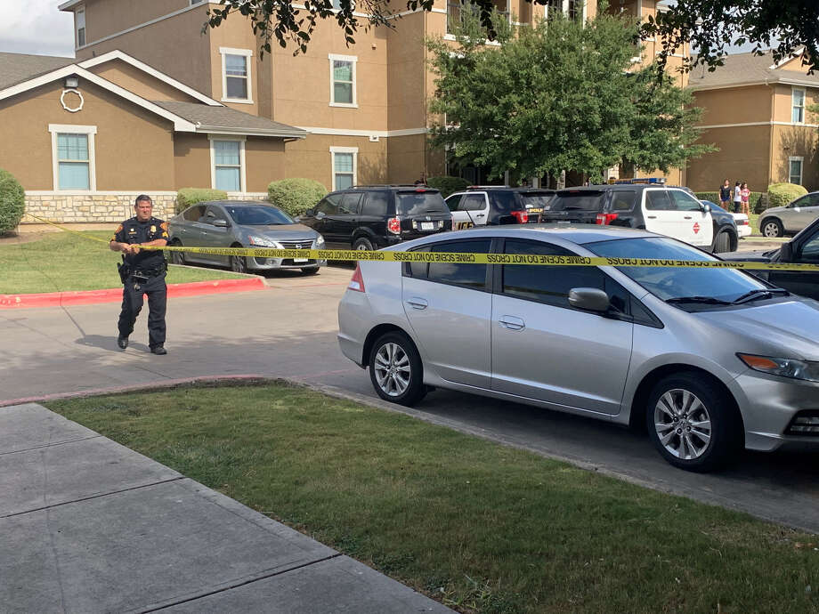 San Antonio police are investigating a shooting that occurred at an apartment complex on the city's West Side. Photo: Priscilla Aguirre