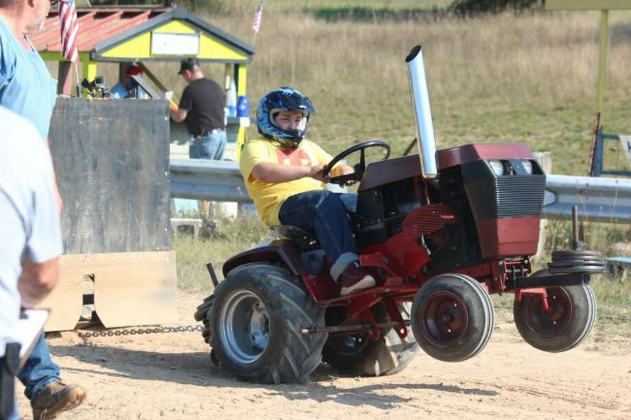 Garden Tractor Pull Rounds Out Year For Braf P Club Big Rapids