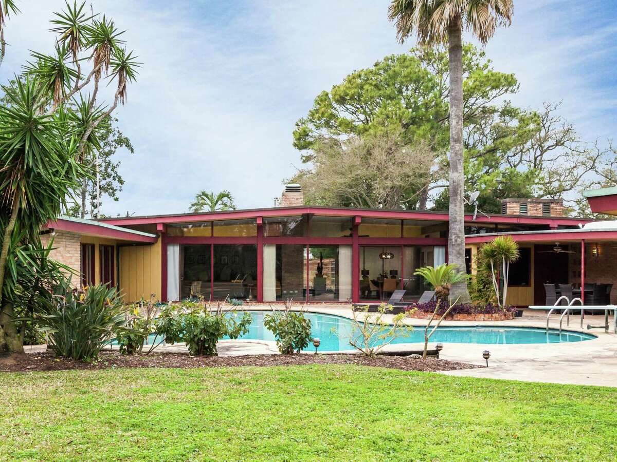 This Palm Springs-inspired home on Cedar Lawn in Galveston was designed by architect E. Stewart Williams for the Maceo family in the early 1950s.
