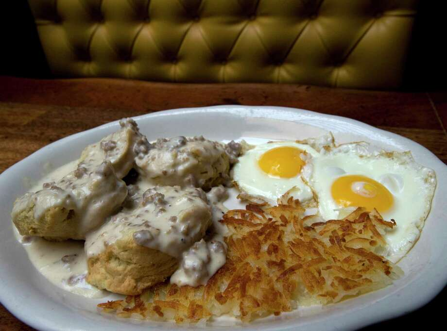 Biscuits and gravy, hash browns and fried eggs at Ted's Bulletin in Washington, D.C. MUST CREDIT: Washington Post photo by Bonnie Jo Mount Photo: Bonnie Jo Mount / Bonnie Jo Mount/The Washington Post / The Washington Post