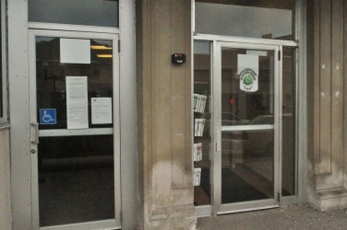 The tribe's office at 375 River St. was closed Friday with a copy of Executive Order #13-0103-01 on the door, explaining the shut-down. (Eric Sagonowsky/News Advocate)