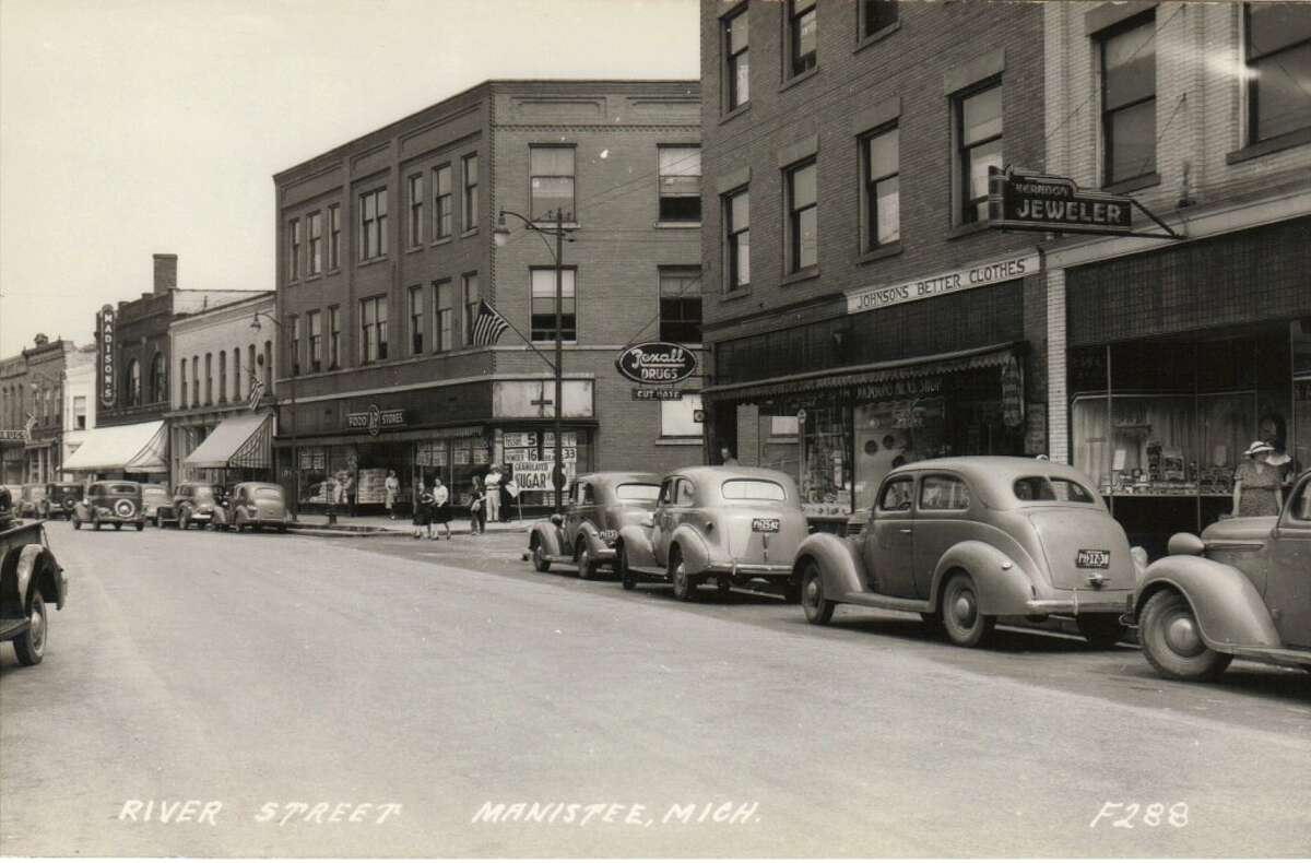 A view of River Street in Manistee from the 1940s. (Courtesy Photo/Manistee County Historical Museum)