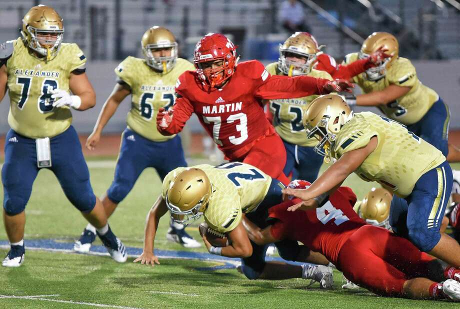 Martin nose guard Marcus Vara, center, recorded 36 tackles, seven tackles for loss and one forced fumble last season as a sophomore. Photo: Danny Zaragoza /Laredo Morning Times File / Laredo Morning Times