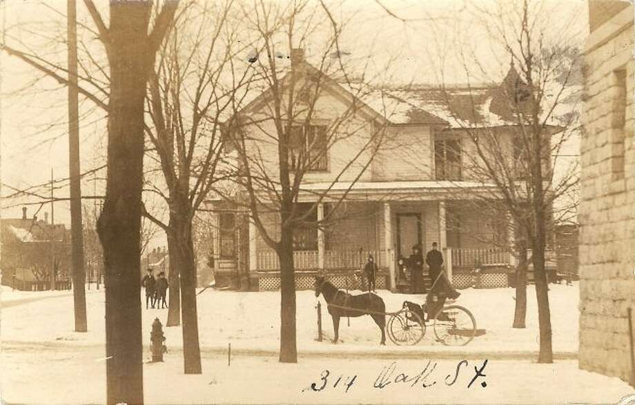 This 1890s picture shows wht the Manistee residence at 314 Oak St. looked like at that time.