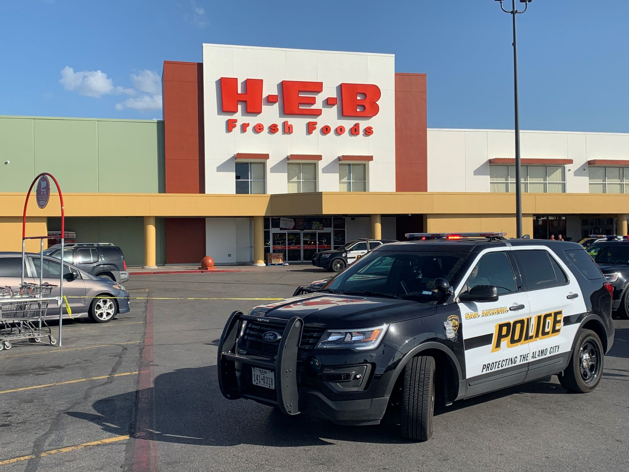 Man shot in Northeast Side H-E-B parking lot