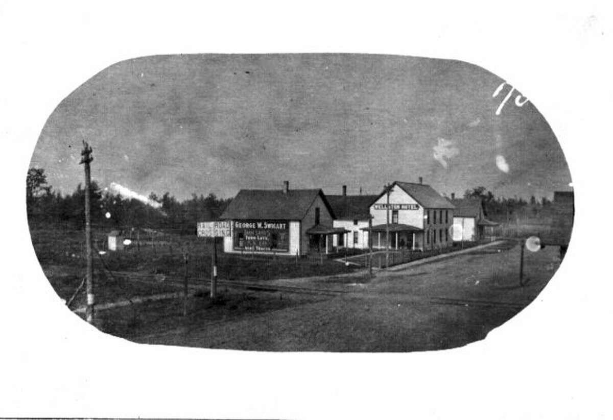 This photo shows Wellston in 1914 including the Wellston Hotel.