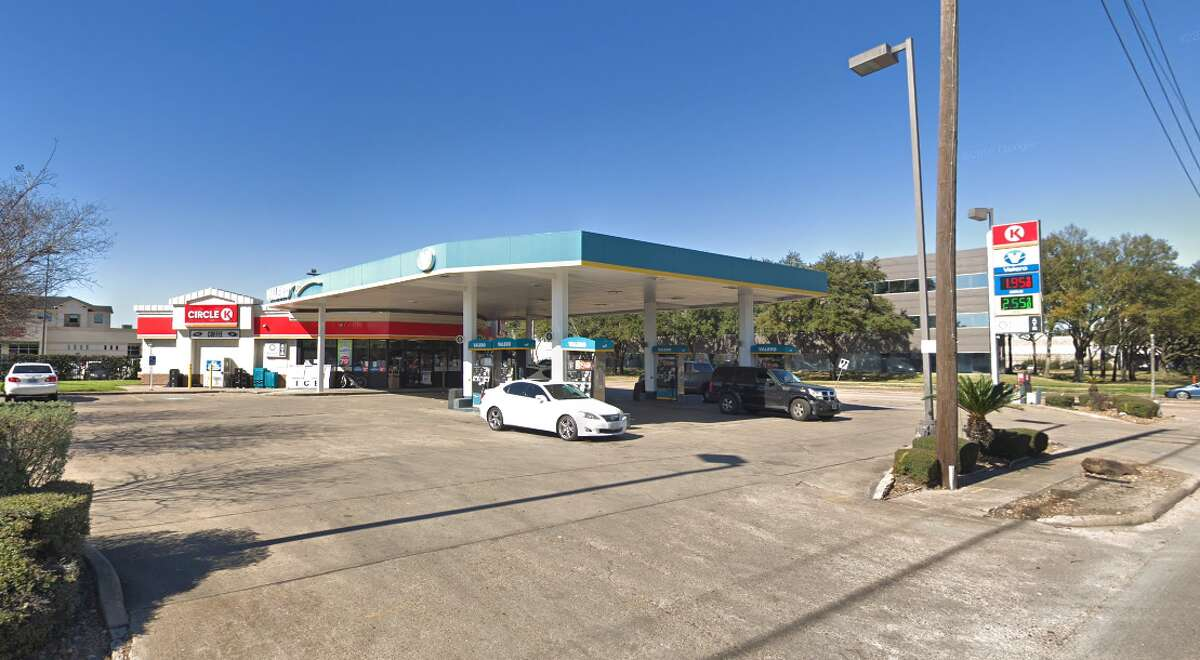 Gas station 11200 Wilcrest Drive Cases with skimmers found: 1