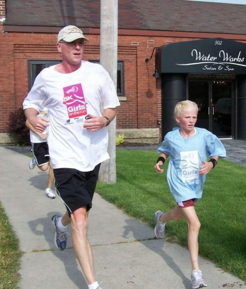 Annie Fuller runs with her dad, Craig Fuller.