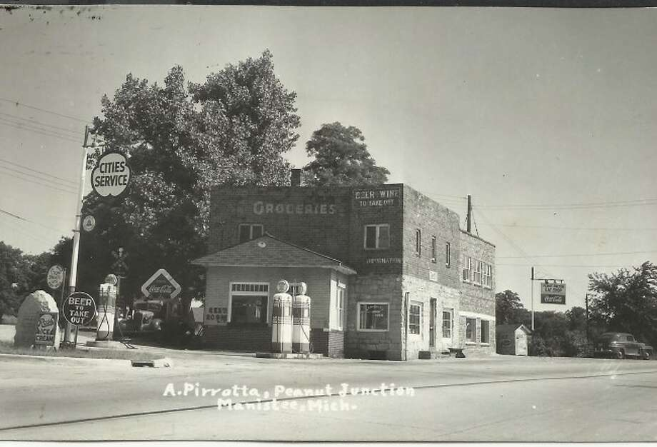 This 1930s photograph shows the gas station that was located at Peanut Junction in Parkdale.