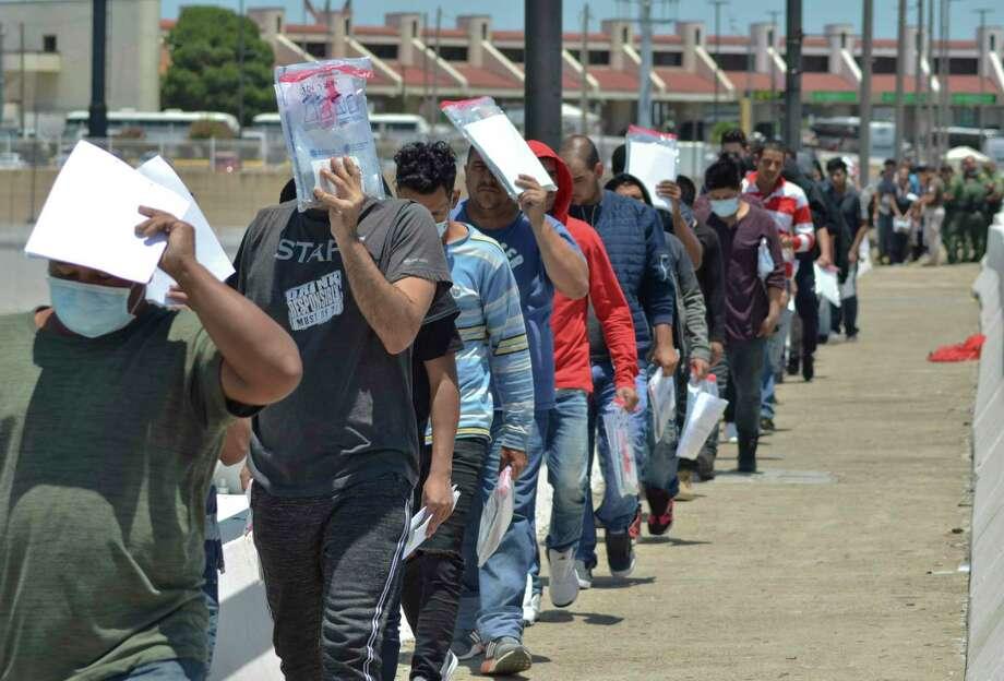 ARCHIVO— En septiembre, la Oficina de Aduanas y Protección Fronteriza detuvo a 28.791 migrantes en los sectores de Texas, lo que representa el 71,1% de todas las detenciones en la frontera suroeste. Photo: Salvador Gonzalez /Associated Press / Copyright 2019 The Associated Press. All rights reserved.