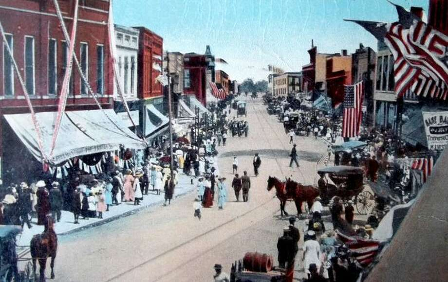 The River Street area was a busy place during the Fourth of July in this very early 1900 photograph.
