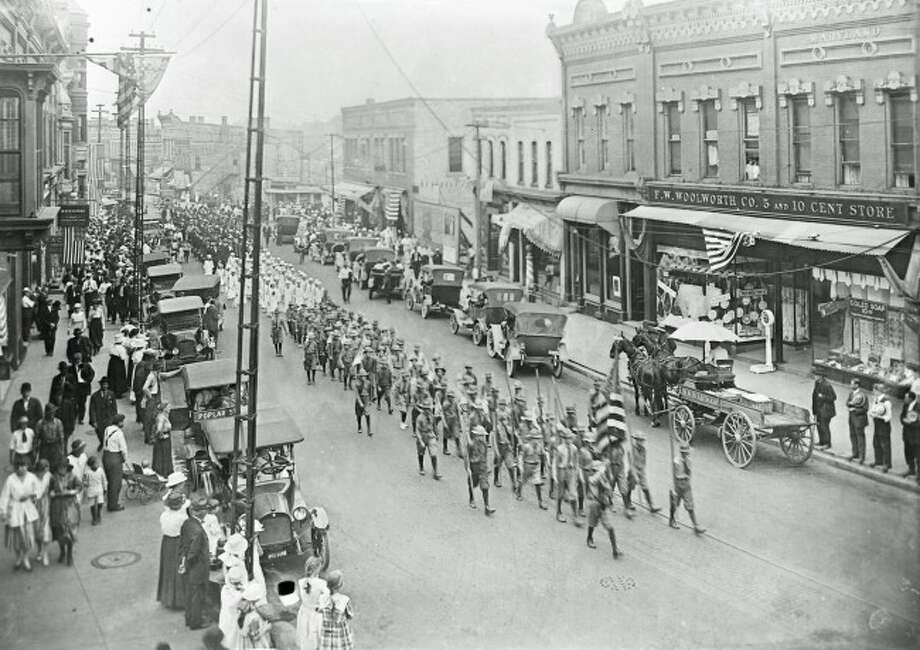 Looking west on the corner of Poplar and River streets in the 1913 Forest Festival Parade.