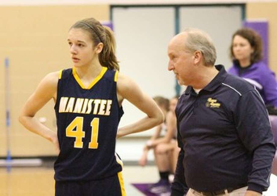Manistee coach Kenn Kott talks with sophomore Jessica Gustad during a win at Shelby last season. (Matt Wenzel/News Advocate file photo)
