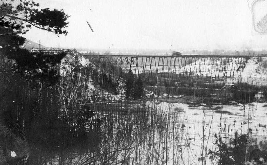 A view of High Bridge Railroad bridge circa 1910s.
