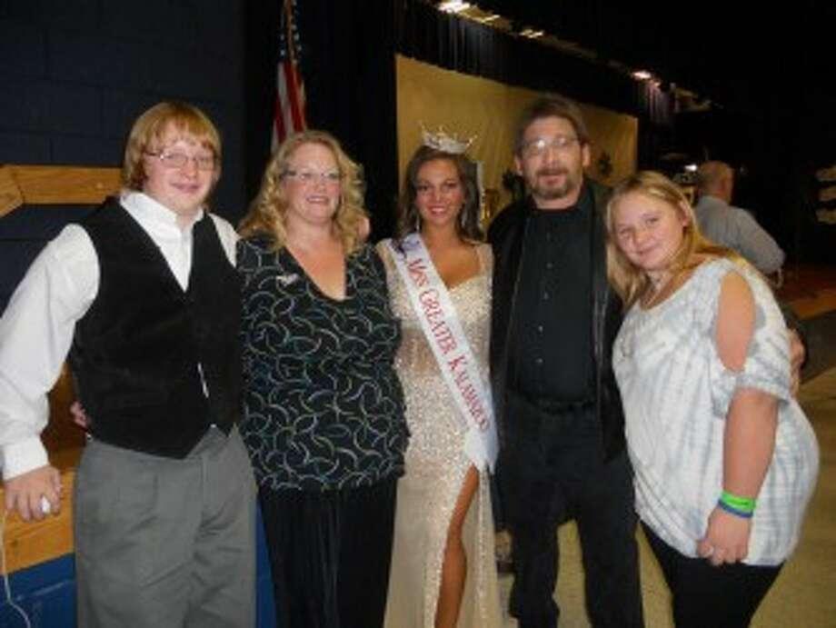 Sherri Craig with her family (from left to right) brother Jon Hansen, mother Rennae Hansen, father Jon Hansen and sister Anna Hansen. (Courtesy Photo)