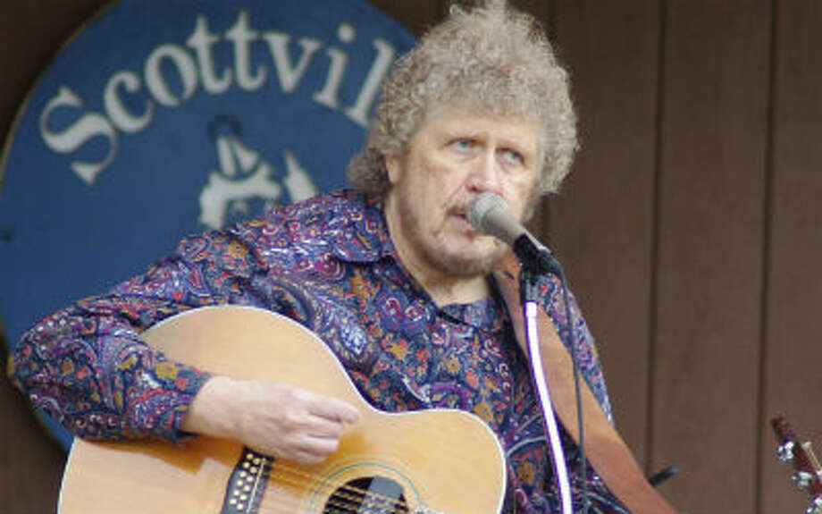 Bob Simms performs at Tuesday evening's Scottville Clown Band Shell Concert. (Dave Yarnell/News Advocate)