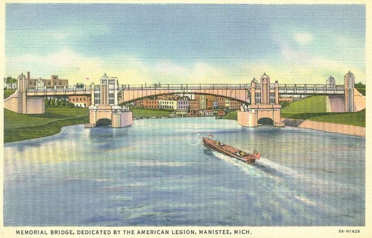 The Memorial Bridge is shown in this mid 1950s postcard when it celebrated its 20th anniversary.