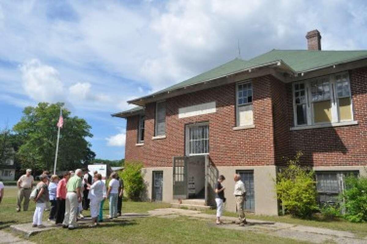 A school reunion was held at the Dickson School during Brethren Days.