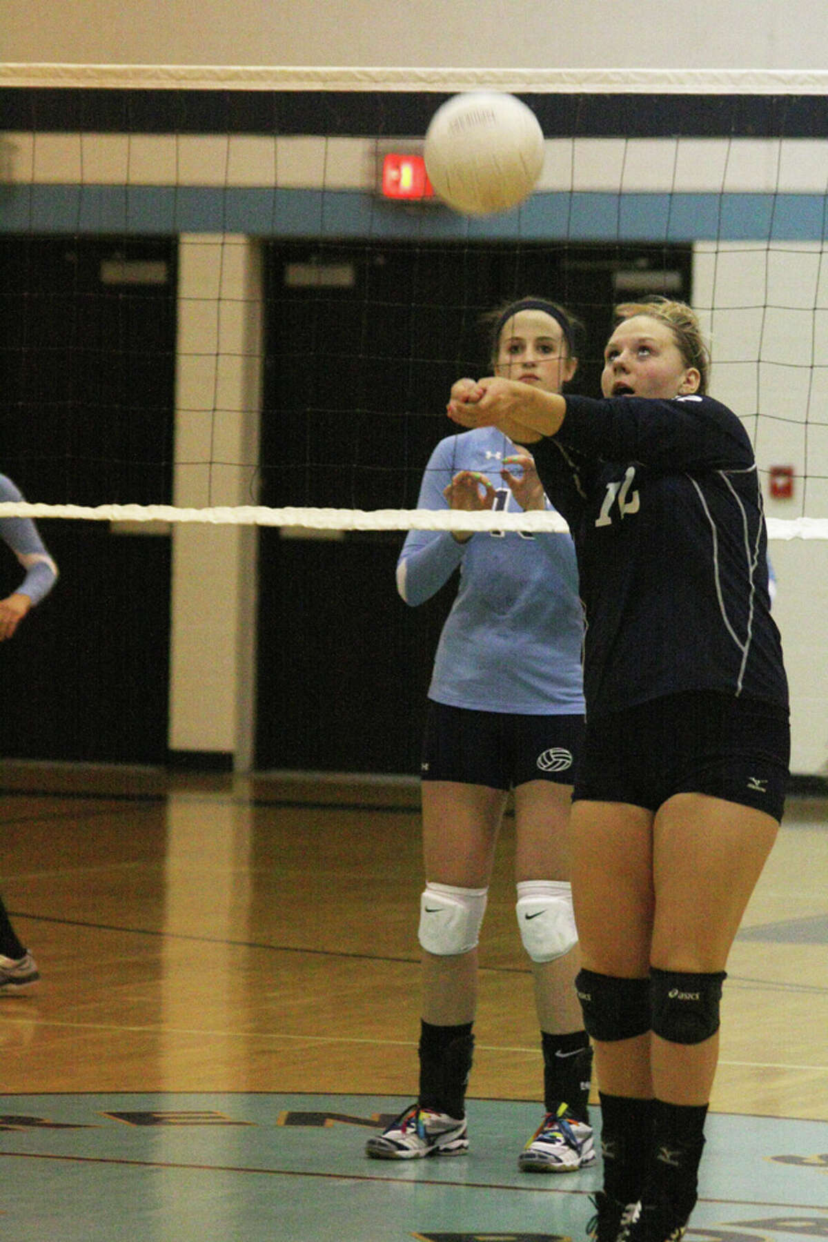 Manistee's Nichole Rybicki sets the ball during the match against the Bobcats. (Dylan Savela/News Advocate)