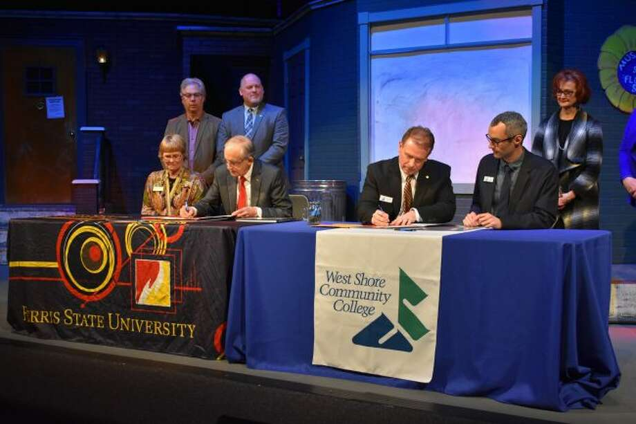 FSU President Dr. David Eisler (left) and WSCC President Scott Ward (right) sign articulation agreements which will facilitate a seamless transfer process for qualifying West Shore students to attend Ferris to pursue their bachelor's degree.