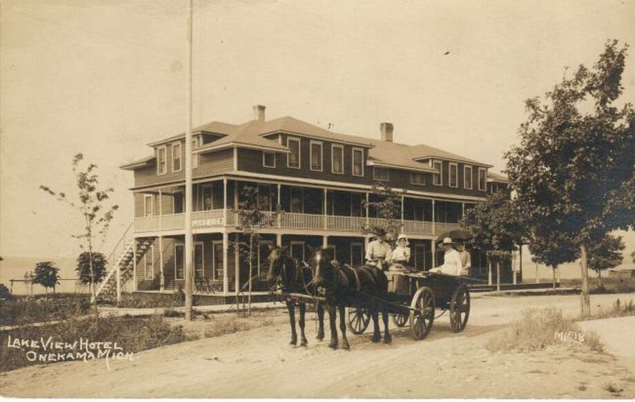 The Lake View Hotel is shown in this photograph from the 1890s.