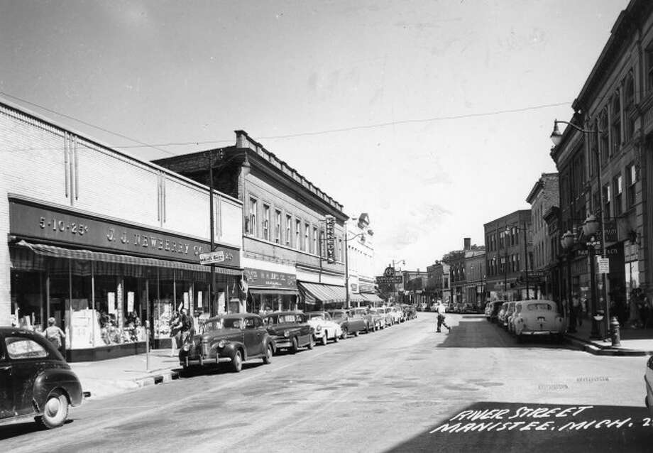 A 1940s view of River Street near the intersection of River and Poplar streets.