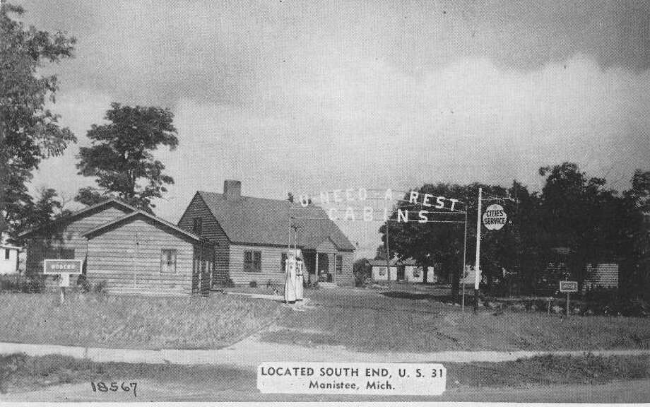 The U Need Rest Cabins that were located at the south end of US 31 in Manistee in the late 1940s are shown in this photograph.