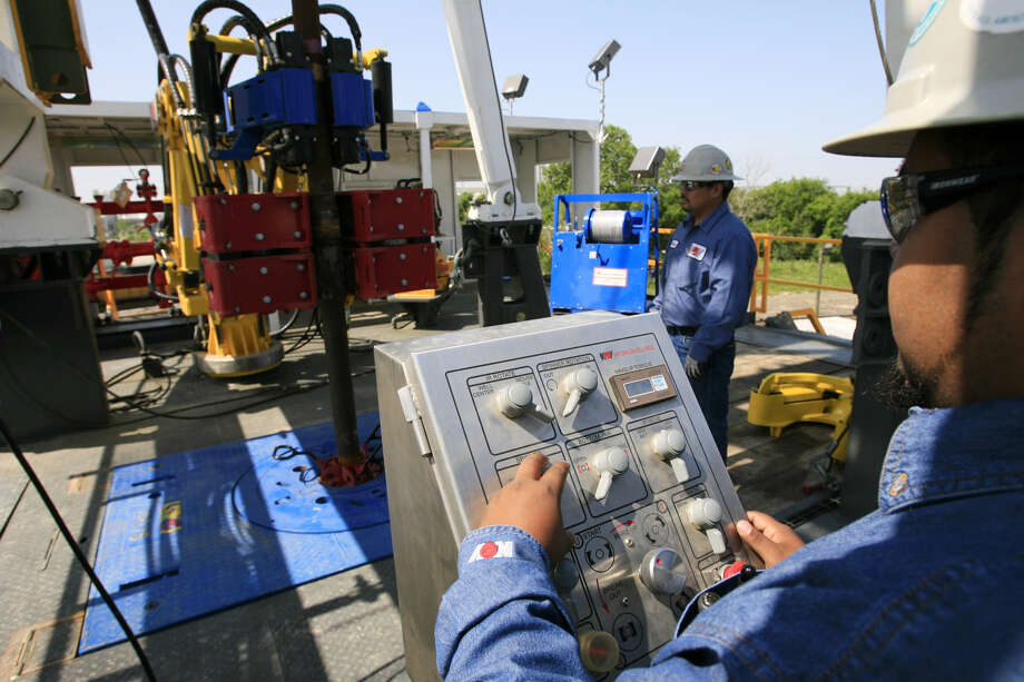 Employees of National Oilwell Varco demonstrate the workings of an oil rig at their Galena Park yard along the Houston Ship Channel where they outfit rigs for land and sea. In a letter made public on Monday, the company said it plans to suspend operations at the facility and lay off 85 people working there. Photo: National Oilwell Varco